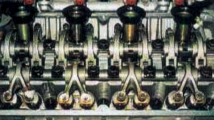 エンジン内部丸洗い【費用】│カー用品のジェームス